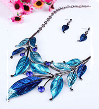 Leaf-Necklace-Promo.JPG
